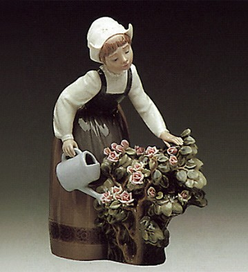 Lladro Girl Watering 1978-88 Porcelain Figurine