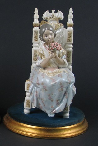 LladroAttentive Valencian Girl 1982-97Porcelain Figurine