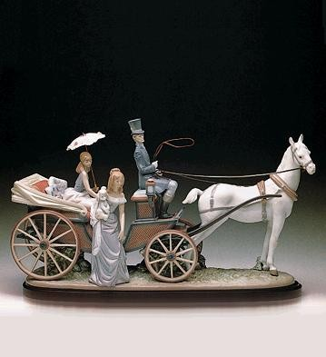 LladroThe Landau CarriagePorcelain Figurine