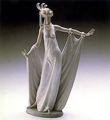 LladroGrand Dame 1987-2000Porcelain Figurine
