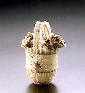 LladroSm.rnd.basket W/pink Lace  1987-91Porcelain Figurine
