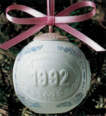 LladroChristmas Ball 1992 OrnamentPorcelain Figurine