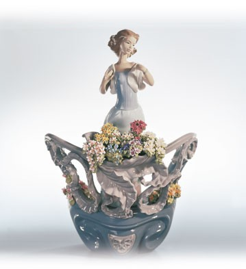 Lladro Love's First Light (1500) Porcelain Figurine