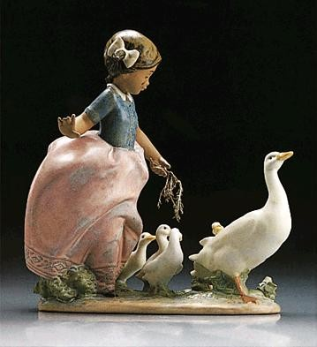 Lladro Hurry Now 1995-2000 Porcelain Figurine