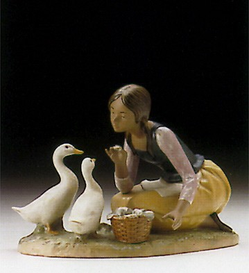 Lladro Feeding The Ducks 1996-99 Porcelain Figurine