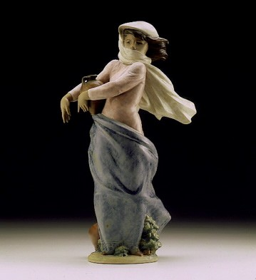 Lladro Braving The Storm 1997-99 Porcelain Figurine