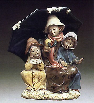 Lladro Three Under The Umbrella 1978-88 Porcelain Figurine