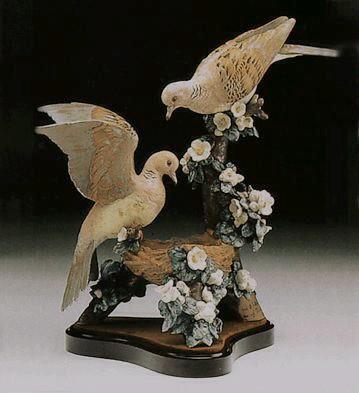 LladroTurtle Dove Nest Le 1200  1980-94