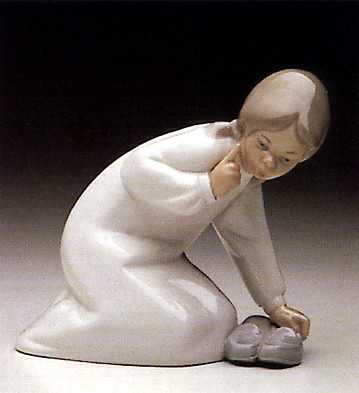 LladroLittle Girl With Slippers 1969-93Porcelain Figurine