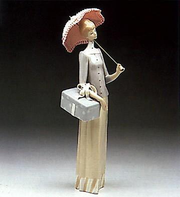 LladroThe Dressmaker 1970-93Porcelain Figurine