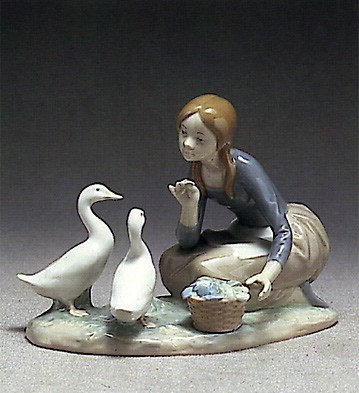 Lladro Feeding The Ducks 1973-95 Porcelain Figurine