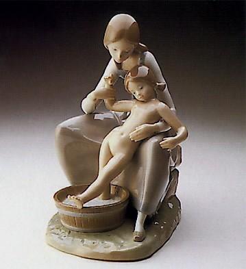 LladroBathing the Girl 1974-78Porcelain Figurine