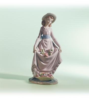 LladroFlower Curtsey 1979-04Porcelain Figurine