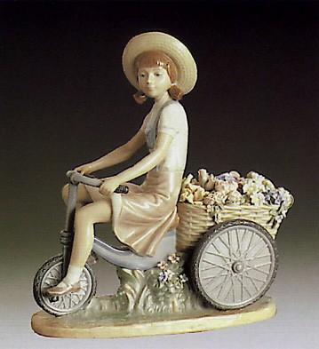 LladroGirl Flower Peddler 1979-85Porcelain Figurine