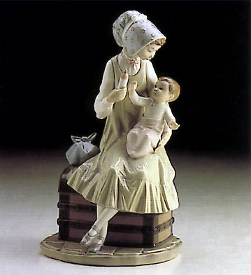 LladroFeeding Her Son 1982-91 ***Porcelain Figurine