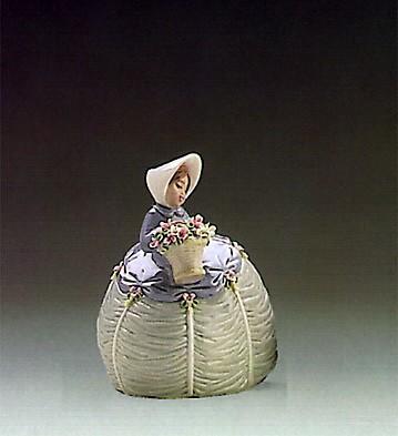 LladroPetite Maiden 1986-89Porcelain Figurine