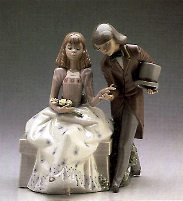 LladroCourting Time 1987-89Porcelain Figurine