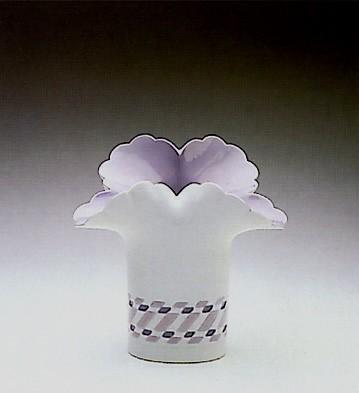 LladroWhite Basket Vase 1989-90Porcelain Figurine