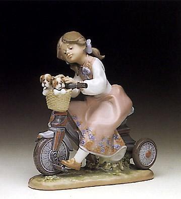 LladroTraveling In Style 1990-94Porcelain Figurine