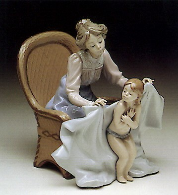 Lladro Mommy It's Cold 1990-93 Porcelain Figurine