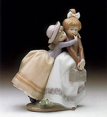 LladroSharing Secrets 1990-97Porcelain Figurine