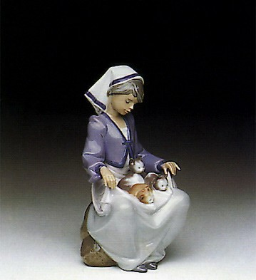 Lladro Lap Full Of Love Porcelain Figurine
