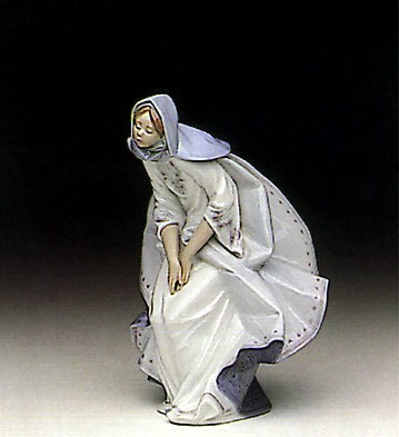 Lladro Mary 1991-96 Porcelain Figurine