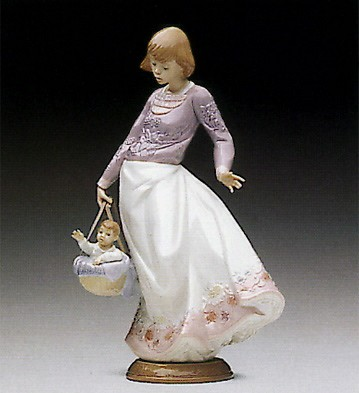 Lladro Off We Go 1992-94 Porcelain Figurine