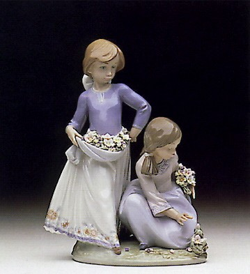Lladro Friendship In Bloom 1992-97 Porcelain Figurine