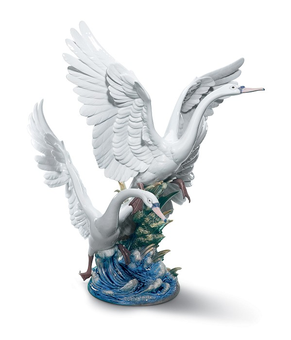 Lladro Swans Take Flight Porcelain Figurine