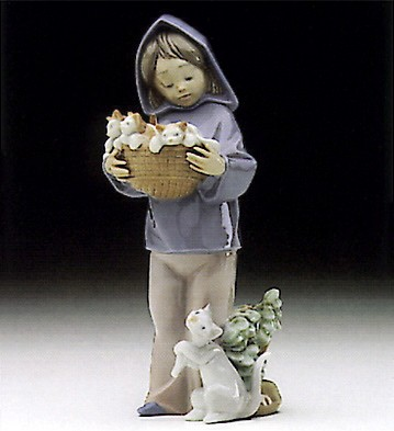 Lladro Mother's Little Helper Porcelain Figurine