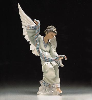 Lladro Angel With Garland 1994-99 Porcelain Figurine