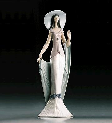 Lladro Lady Of Nice 1995-99 Porcelain Figurine