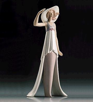 LladroLady Of Monaco 1995-99Porcelain Figurine