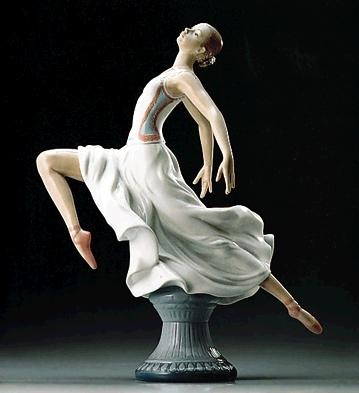 Lladro Graceful Ballet 1995-99 Porcelain Figurine