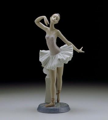 LladroStage Presence 1996-00Porcelain Figurine