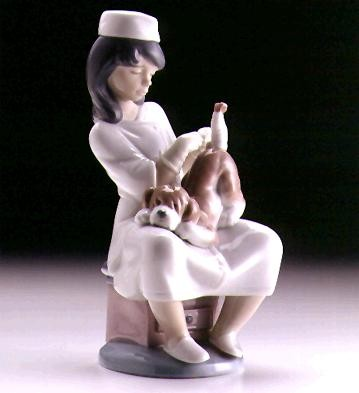 Lladro Little Veterinarian 1997-99 Porcelain Figurine