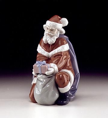 LladroA Gift From SantaPorcelain Figurine