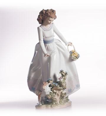 LladroSunday Stroll 1999-02Porcelain Figurine