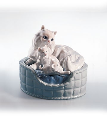 Lladro Kitty Care 2000-02 Porcelain Figurine