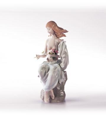 LladroSerene Moment 2000-02Porcelain Figurine
