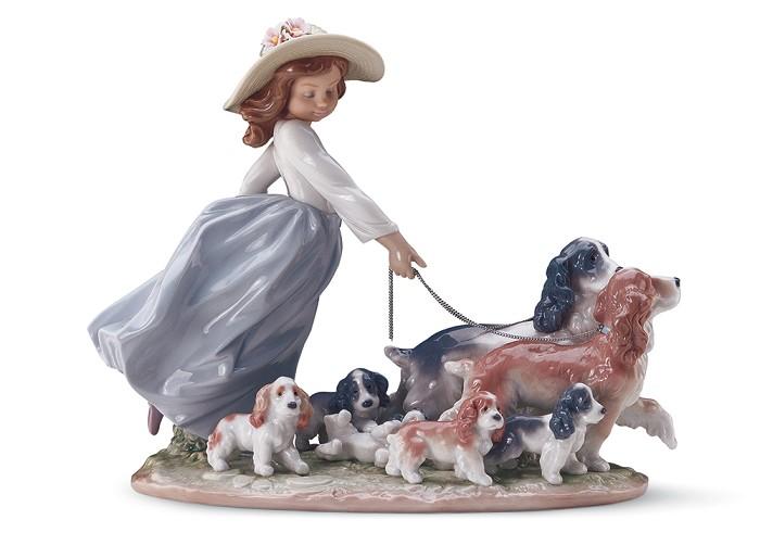 LladroPuppy Parade Priviledge 2001-CPorcelain Figurine