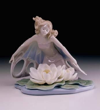 Lladro Wings Of Fantasy Porcelain Figurine
