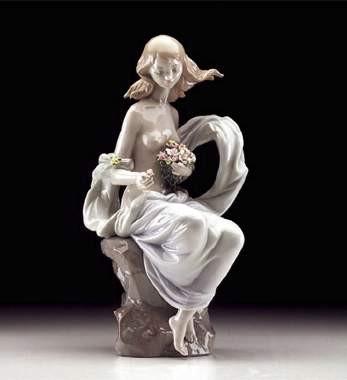LladroSerene MomentPorcelain Figurine