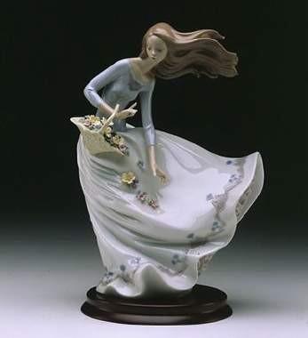 LladroPetals On The WindPorcelain Figurine
