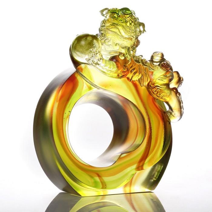 Liuli CrystalFrolicking Lion Welcomes Auspiciousness