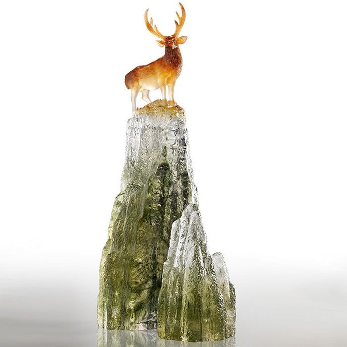 Liuli CrystalAuspicious Summit