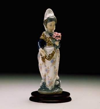 LladroValencian Girl With Flowers 1974-2004Porcelain Figurine