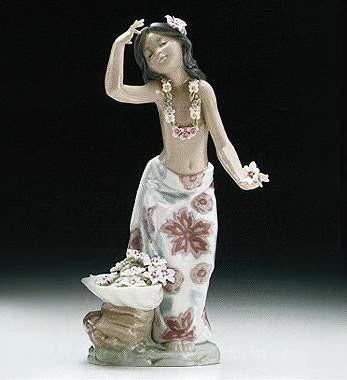 LladroHawaIIan DancerPorcelain Figurine