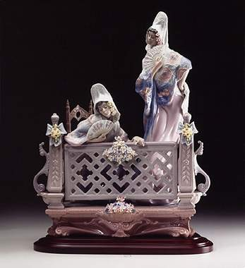 Lladro On The Balcony 1998-02 Porcelain Figurine